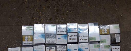 На Закарпатті українець через 1110 пачок цигарок залишив на митниці свій «RENAULT SCENIC»