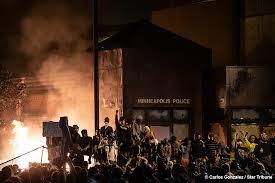 У США третю ніч тривали протести після смерті темношкірого через дії білого поліцейського