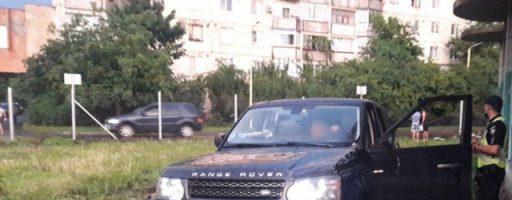В Ужгороді п'яний водій позашляховика зніс огорожу будівельного майданчику